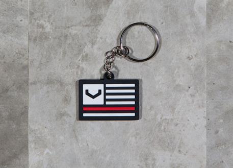 Vossen přívěsek na klíče 'V Flag' černý