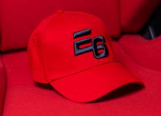 Kšiltovka se zahnutým kšiltem Escape6 červená s plastickým černým 3D logem E6