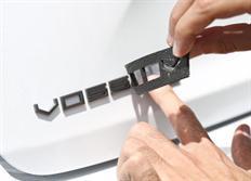 Vossen plastické logo na karoserii v matném černém provedení