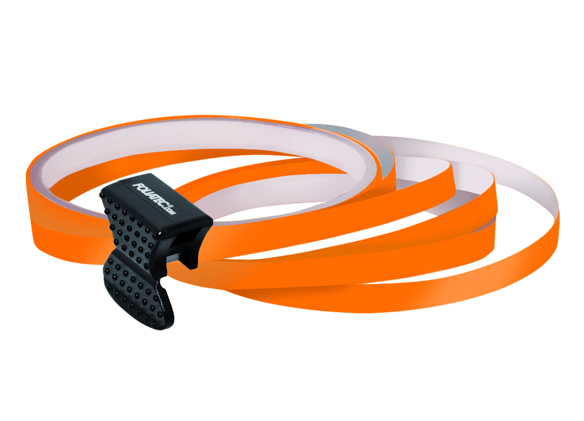 Samolepící linka na obvod kola Foliatec - oranžová