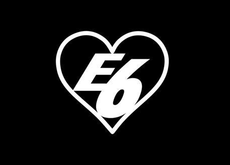 Samolepka E6 srdce, 8 cm, bílá