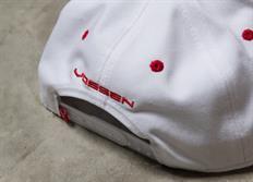 Vossen luxusní bílá kšiltovka snapka s vystouplou červenou výšivkou
