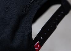 Vossen luxusní černá kšiltovka snapka s vystouplou černou výšivkou 'V'