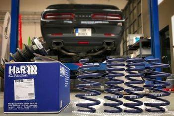 Snížení Dodge Challenger R/T pomocí pružin H&R