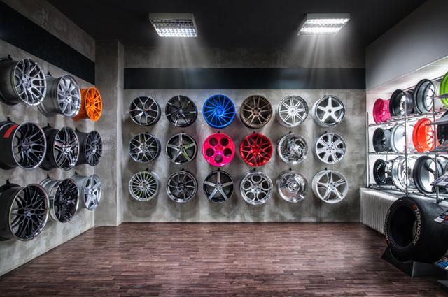 rok 2017: první galerie kol v provozovně v Jeremenkově ulici
