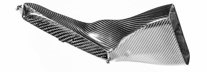 Sekundární vedení vzduchu Eventuri z masky chladiče Audi RS4/RS5 B9