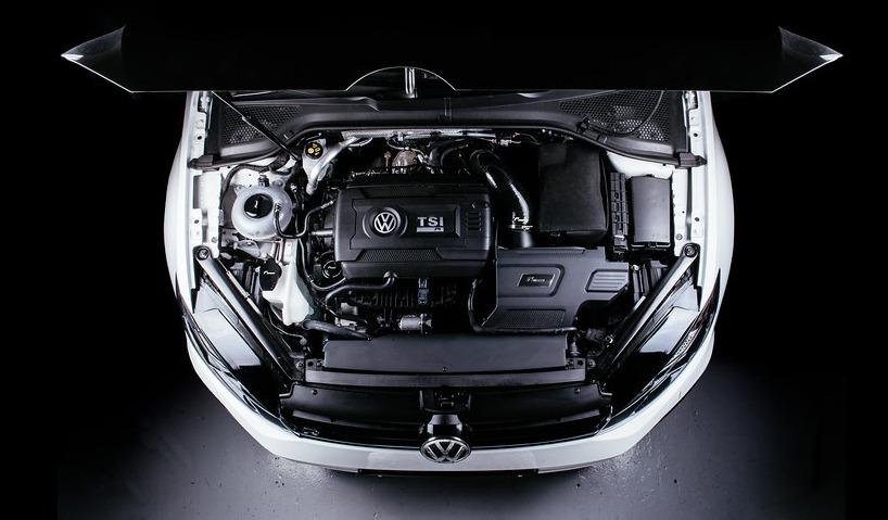 Motorový prostor VW Golf 7 Racingline Performance R600