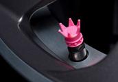 Čepičky ventilků kol - růžové korunky