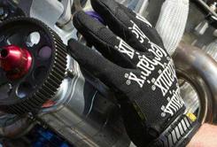 Rukavice Mechanix pro jarní úpravy vozů